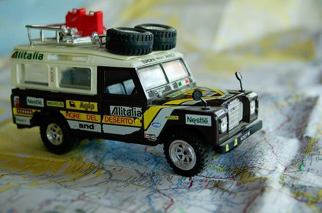 vehículo con neumáticos 4x4